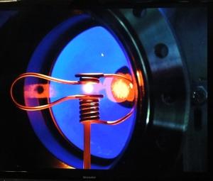 Geplante Versuchsanordnung im Elektromagnetischen Levitator (EML), der allerdings erst im Juli mit dem letzten ATV zur ISS kommt.