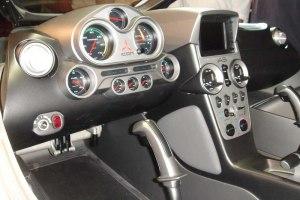 Selbst das Cockpit sieht eher nach Rennwagen als nach einem Wasserflugzeug aus. Foto: H. Kleisny